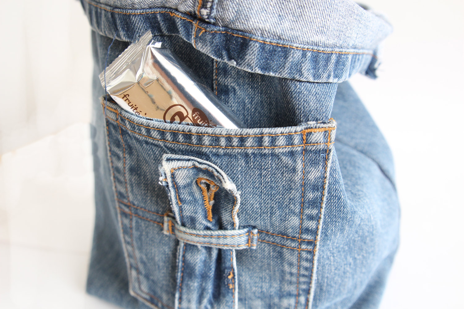 Lunchbag with old jeans - upcycling - Made by Emy